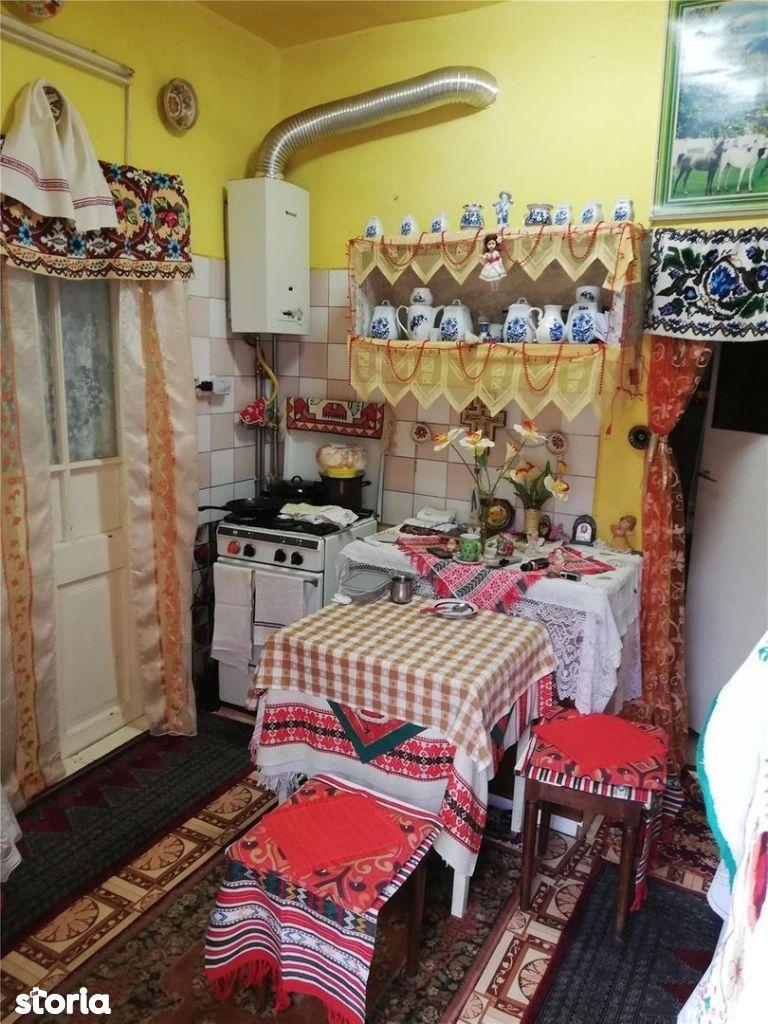 Apartament in casa cu curte comuna, PLOPILOR