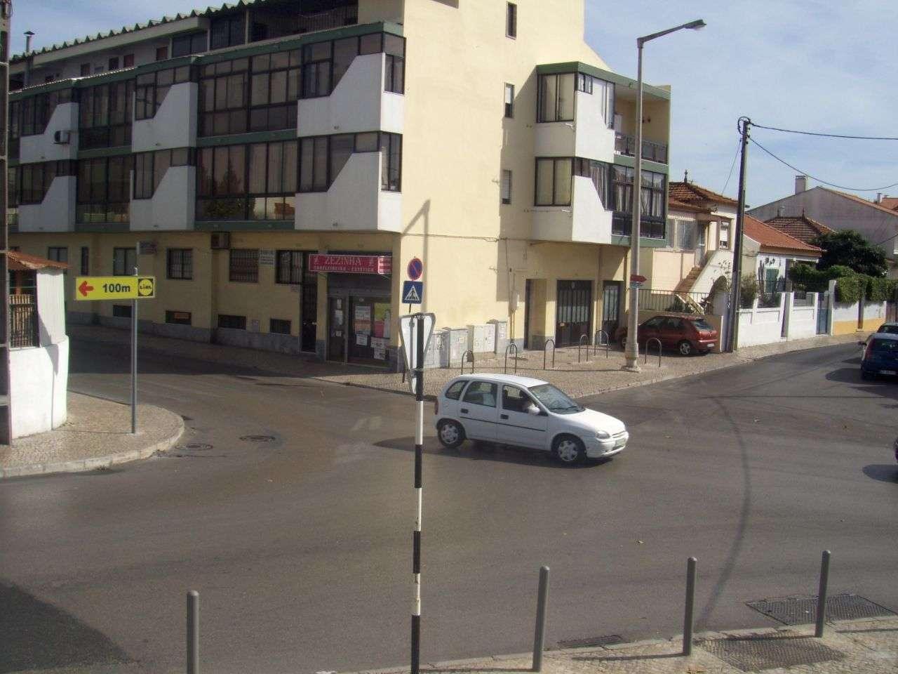 Quarto para arrendar, Rua João Villaret, Laranjeiro e Feijó - Foto 13