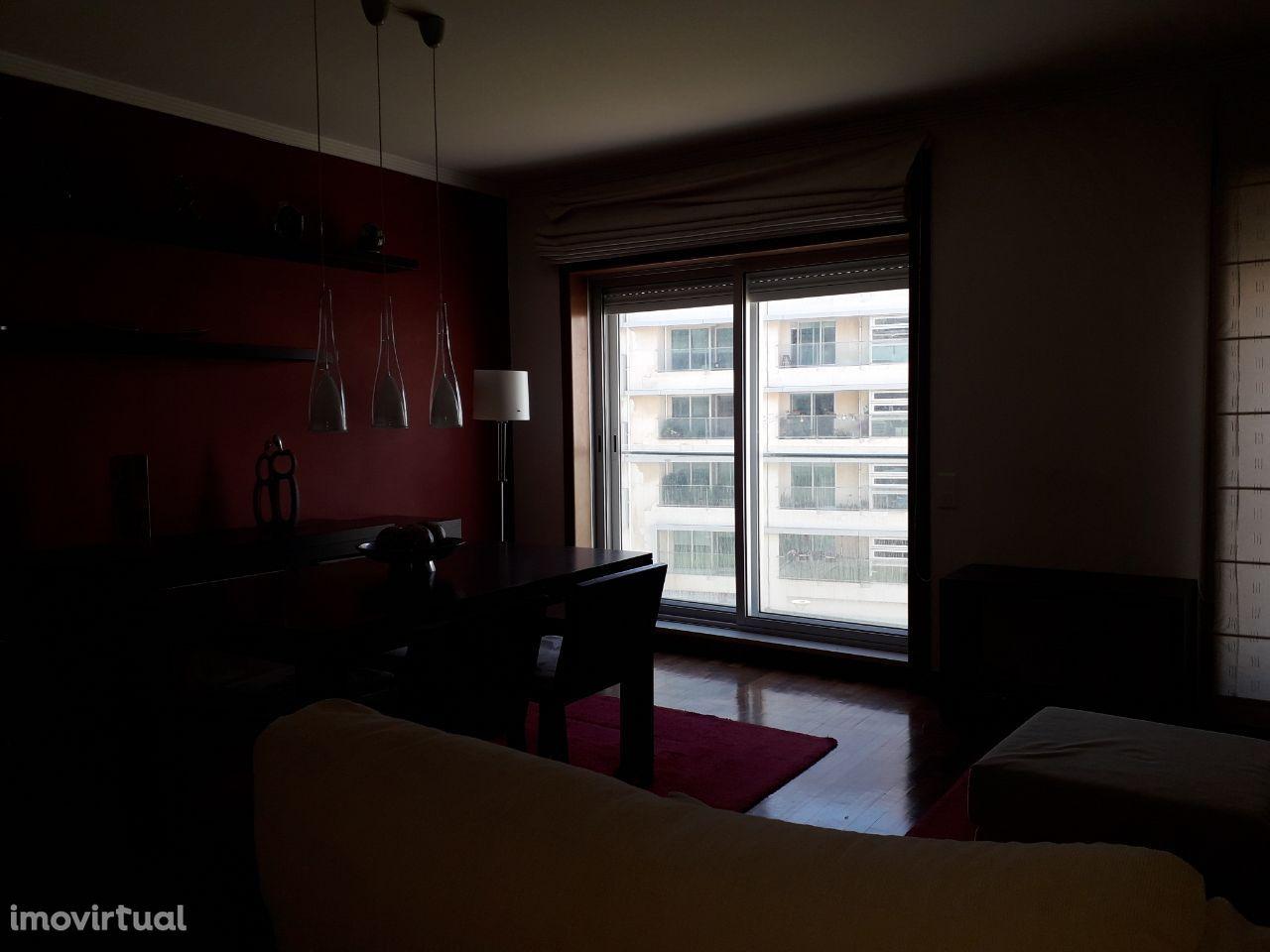 Apartamento T2 totalmente mobilado junto à praia de Matosinhos