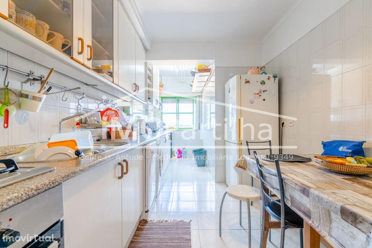 Bom apartamento T3 em Fitares (Rio-de-Mouro) c/ Garagem Box