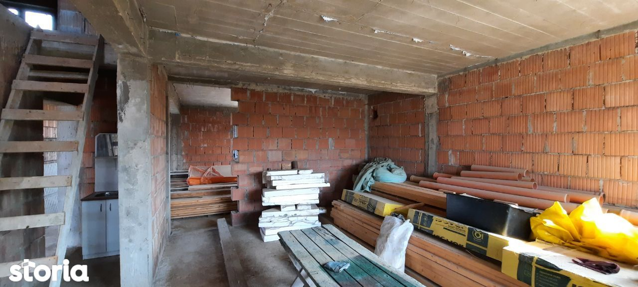 De vanzare casa la rosu, proiect deosebit, situata in Episcopia, Bihor