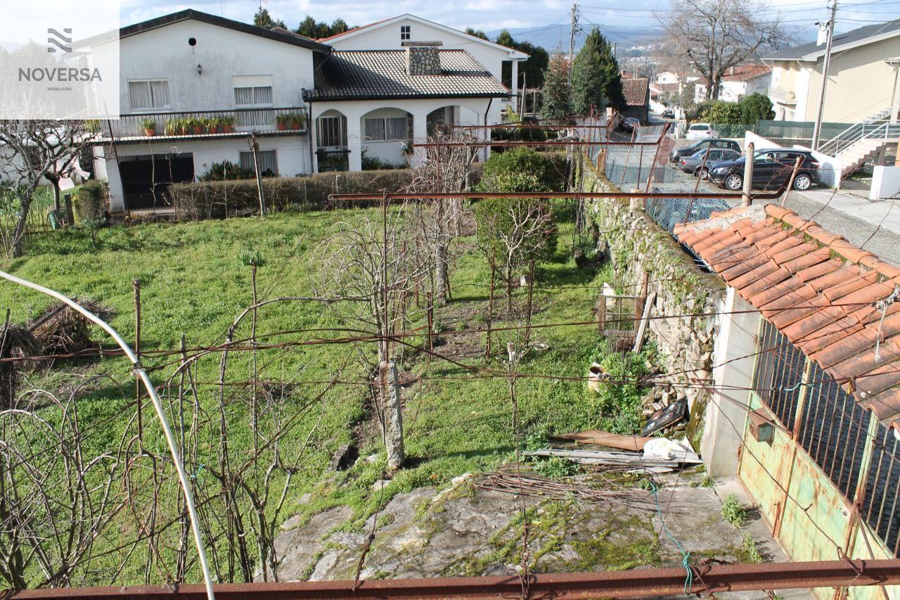 Lote terreno com moradia térrea para restauro