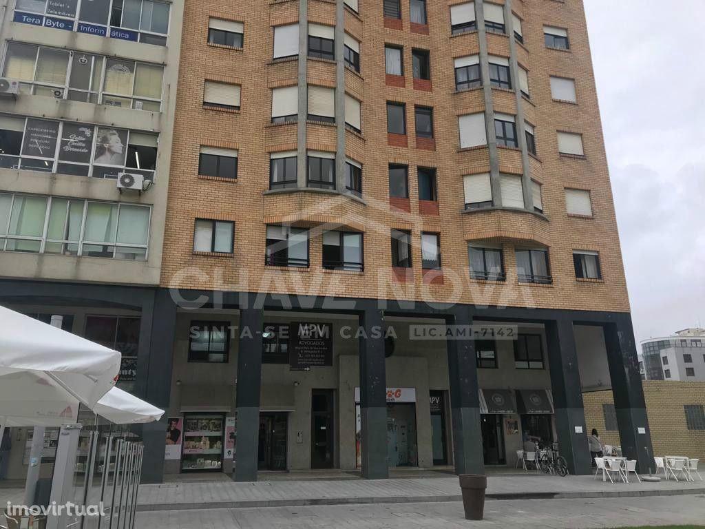 Apartamento T!+1 junto a linha do metro