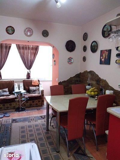 cv 512 Bogdan Voda, 2 camere, decomandat, etaj I