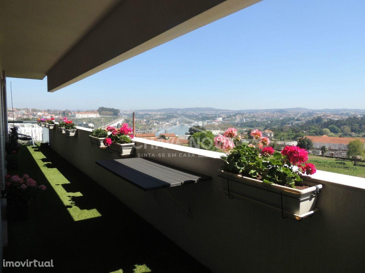 T3 - vistas Douro - Garagem BOX e varanda - ao metro /Av. da República