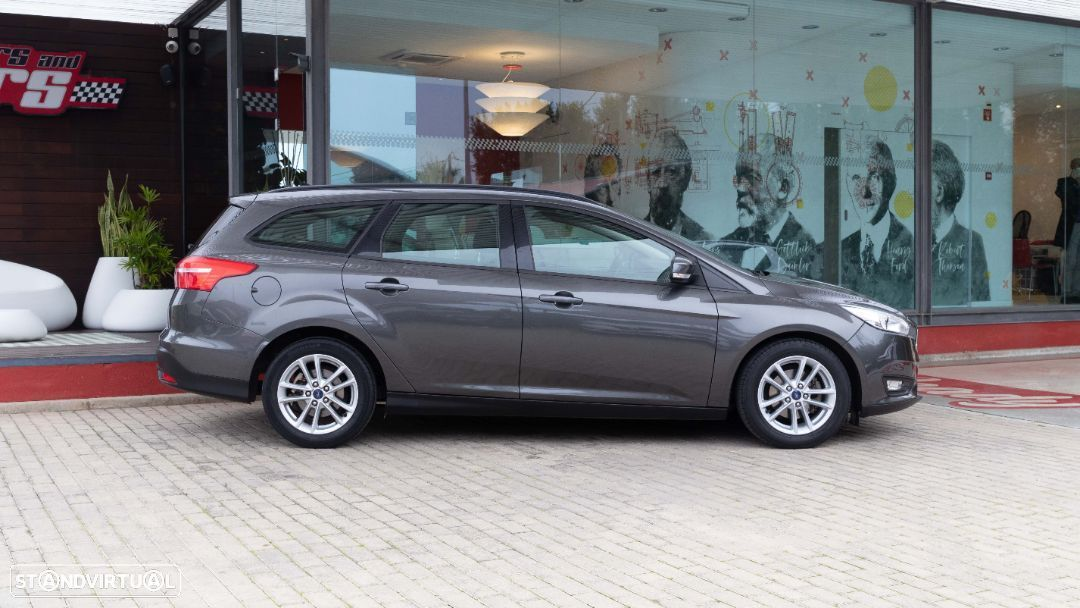 Ford Focus SW - 14