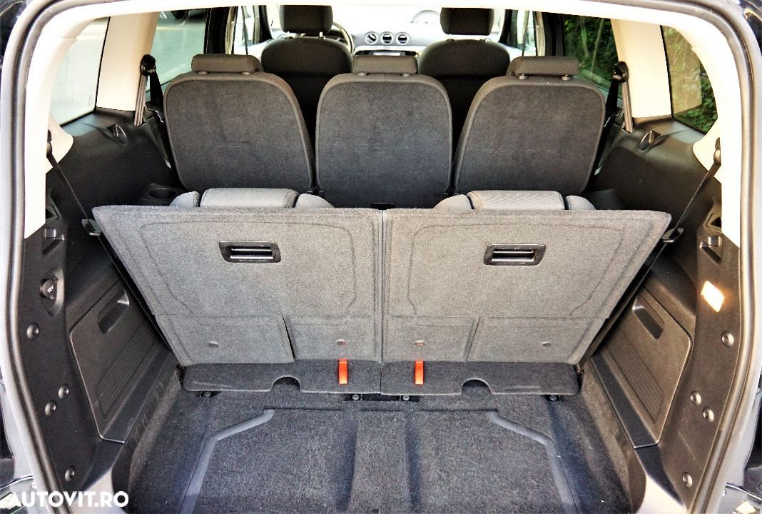 Ford S-Max 2.0 - 9