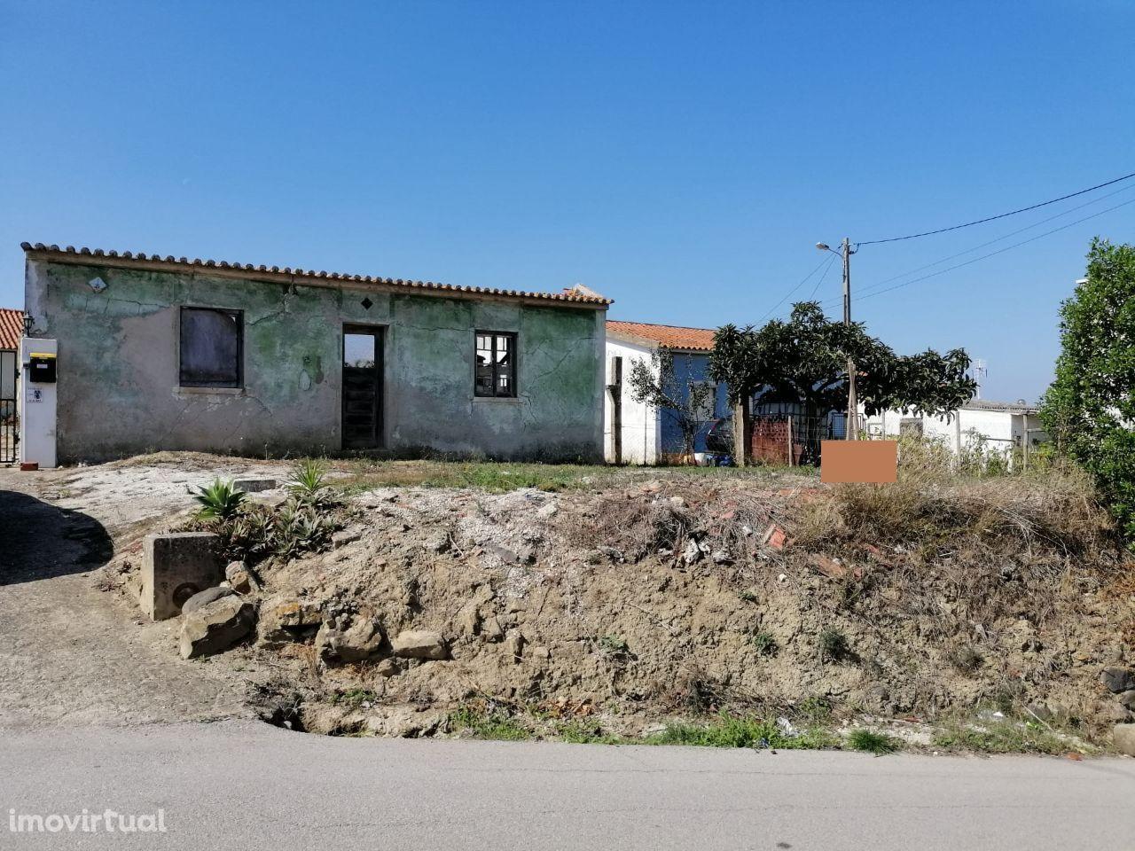 Terreno urbano com 1.386 m² a 2 minutos do cento de Torres Vedras