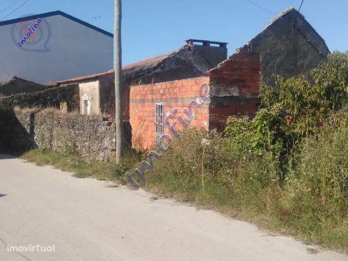 Terreno com ruínas freguesia de Évora de Alcobaça