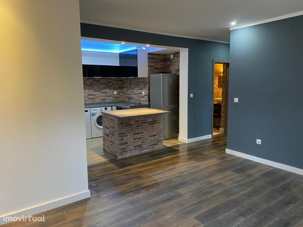 Apartamento/Condomínio com 2 quartos e 1 casa de banho