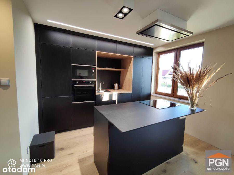 Nowy dom pompa ciepła drewno meble wysoki standard