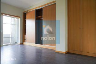 Apartamento T3 com Varanda, Suite e Garagem