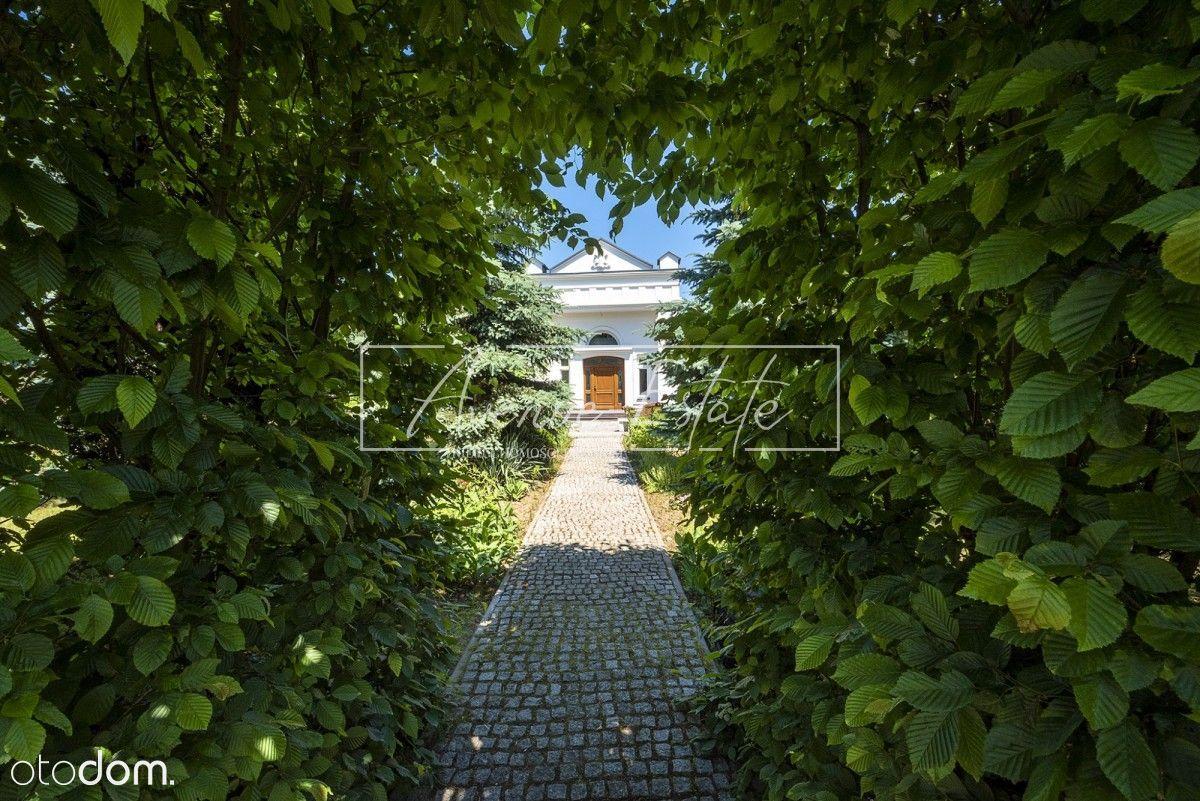 Niepowtarzalna rezydencja z zachwycającym ogrodem.