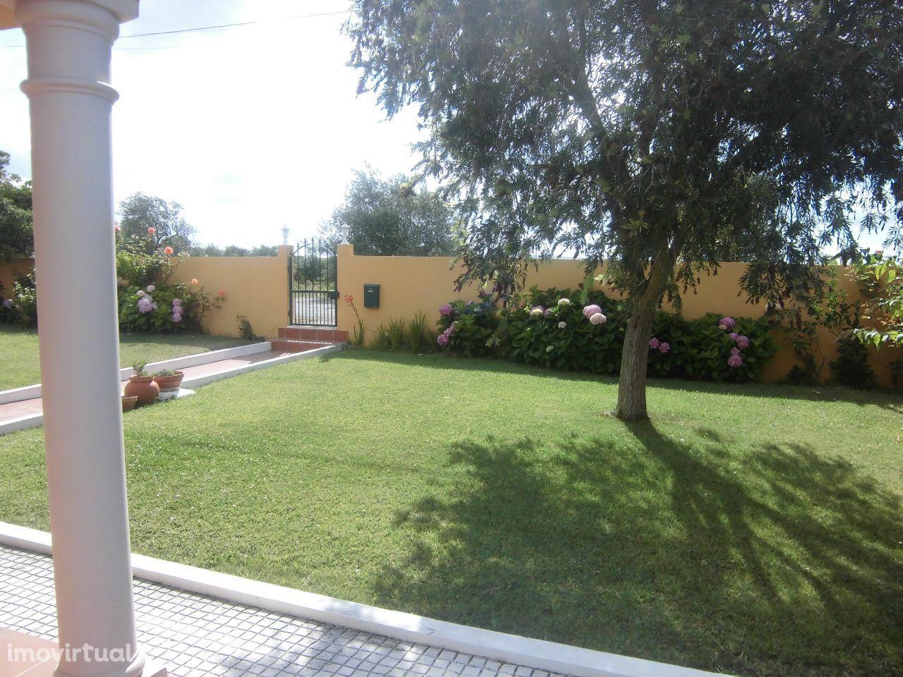 Quinta Moradia T5 ao Cartaxo com terreno