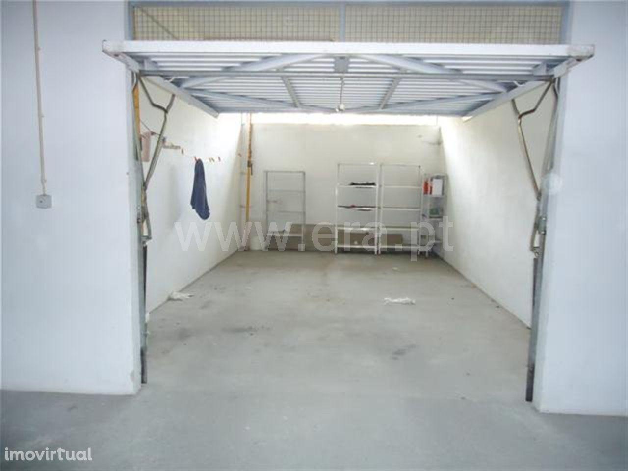 Garagem com 30 m2 em Golães