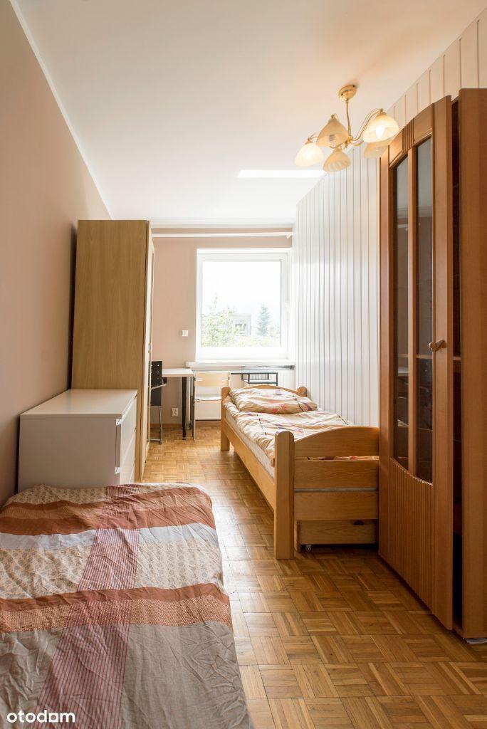 miejsce w pokoju dwuosobowym dla studentki