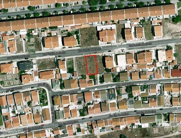 Lote de Terreno em Zona urbana de moradias.