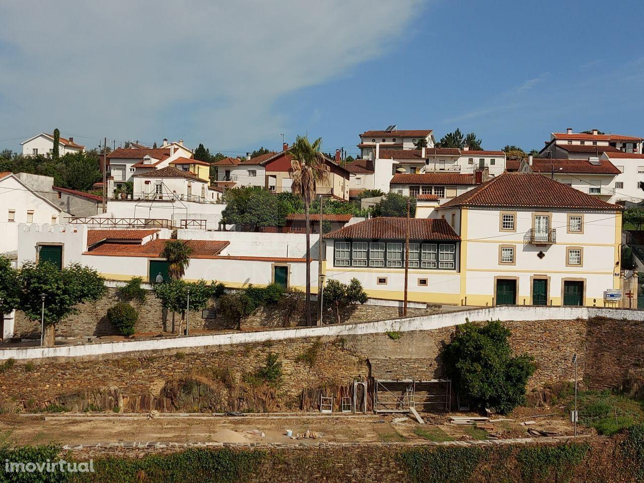 Moradia T6 , solarenga em Côja-Arganil.