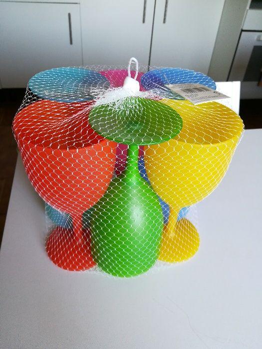 Taças de plástico coloridas