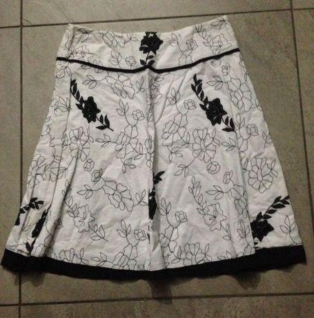 Spódnica czarna białe wzory poszerzana 38 S H&M Wikłów • OLX.pl
