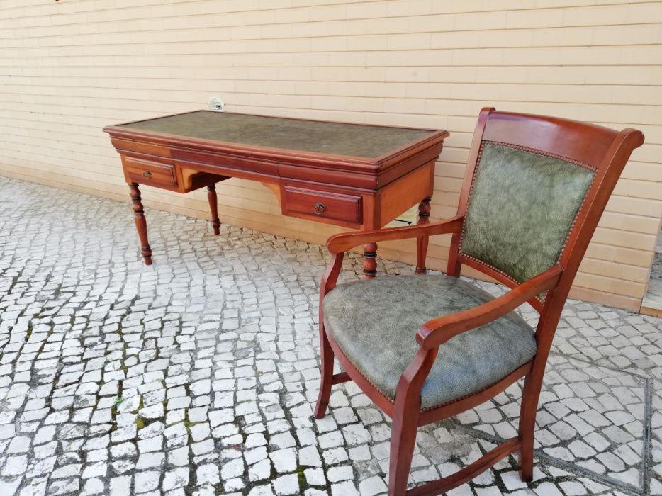 Secretária e cadeira estilo Luís Filipe