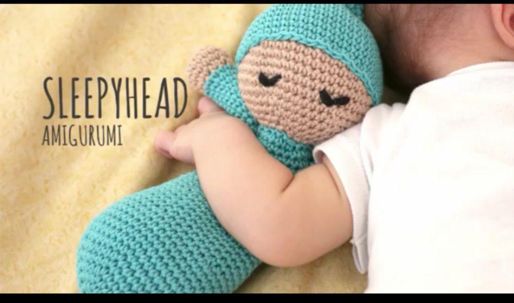 Amigurumi Sleepy Doll feito à mão em crochê com lã hipoalergenica