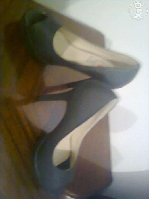 6ba7cf97d Sapatos Seaside NOVOS, pretos tacão alto compensado - Matosinhos - Vendo  sapatos pretos em pele