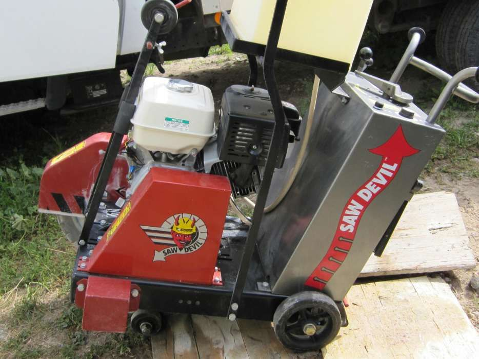 Fresadora/Maquina cortar/serrar pavimento quase nova,Stone,motor Honda