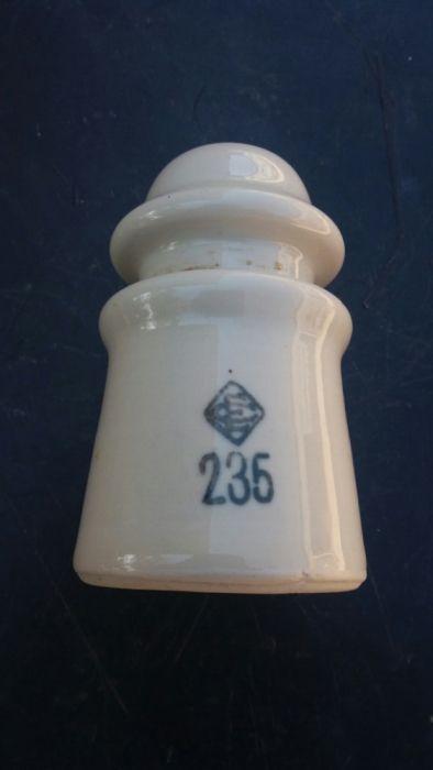 Isolador porcelana