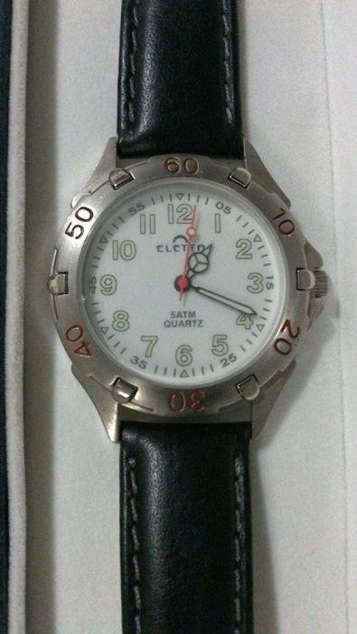 Relógio marca Eletta com caixa