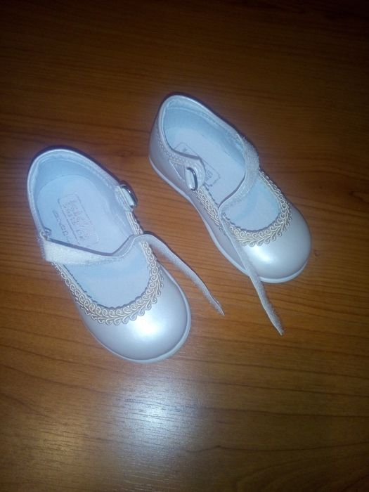 Sapatos menina tamanho 21