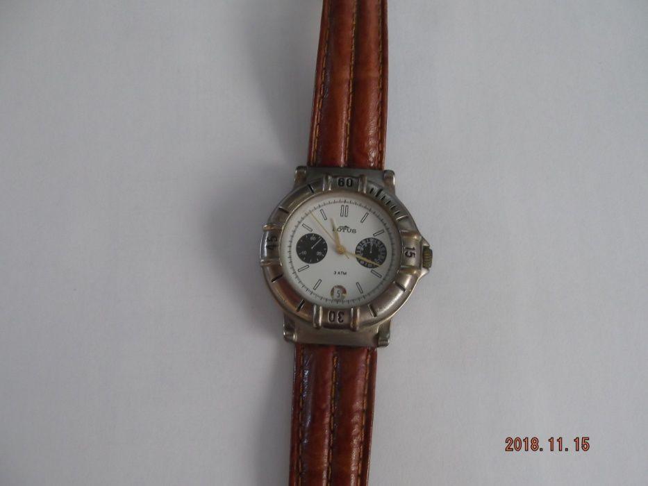 Relógio LORUS de homem, pele castanha