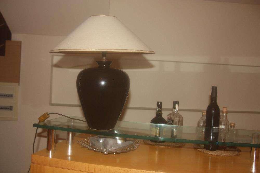 Candeeiro preto em cerâmica