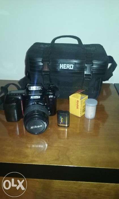 Máquina fotográfica de rolo Nikon f -50