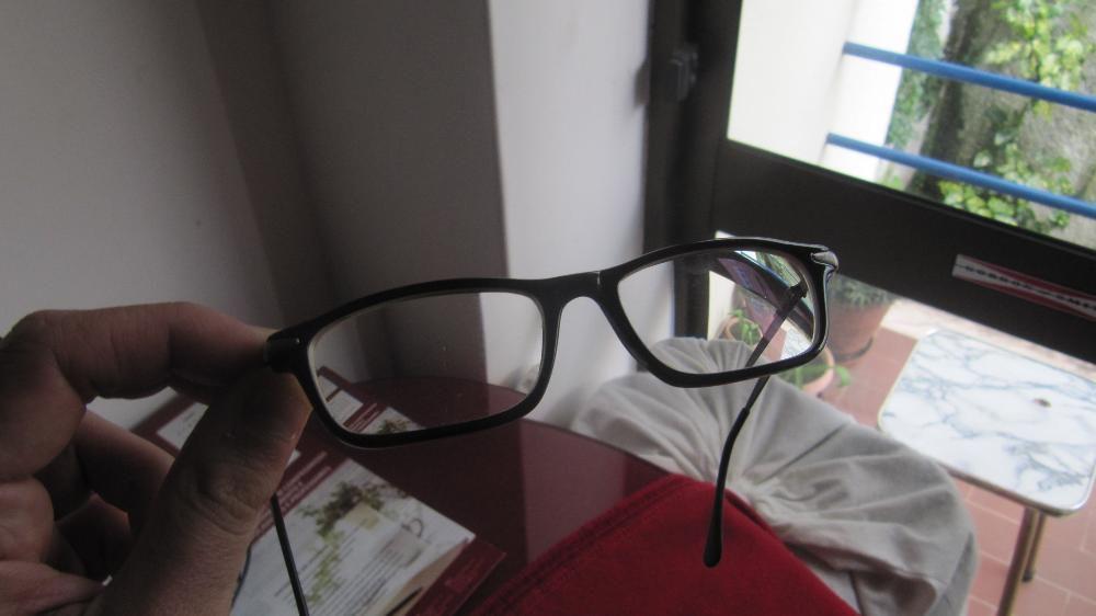 Armação de óculos de cor preta Lisboa • OLX Portugal b1e1e69045