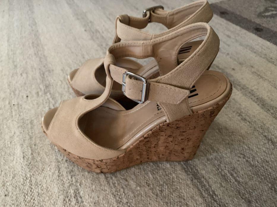 Sapatos de camurça e cortiça Bonfim • OLX Portugal