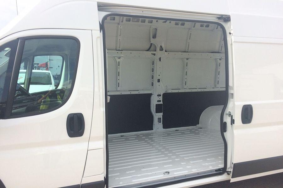 Aluguer de carrinhas com motorista/ Van rental with driver Costa Da Caparica - imagem 8