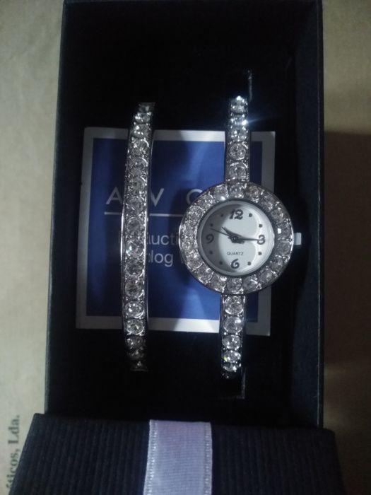 Relogio de Sra. com pulseira a condizer, da marca Avon