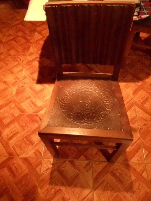 Cadeira Antiga com Imagem