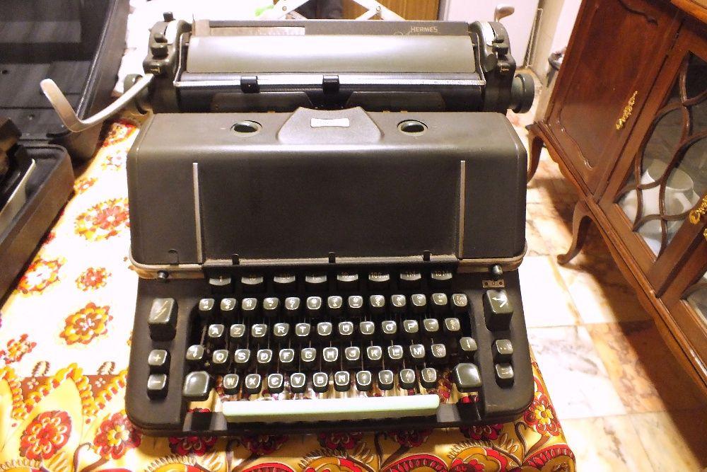 Máquina de escrever antiga Hermes Ambassador