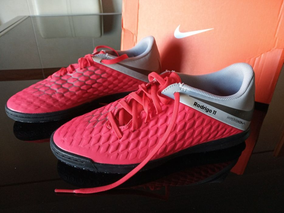 Sapatilhas Nike brancas com logo preto Aldoar, Foz Do Douro