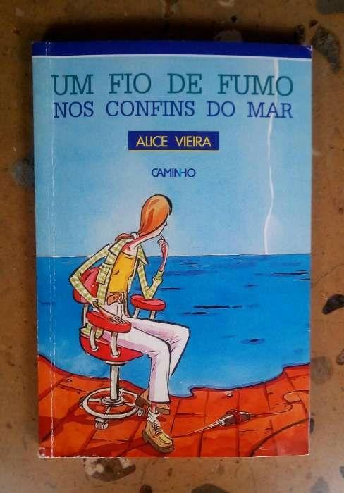 """Livro """"Um fio de fumo nos confins do mar"""""""