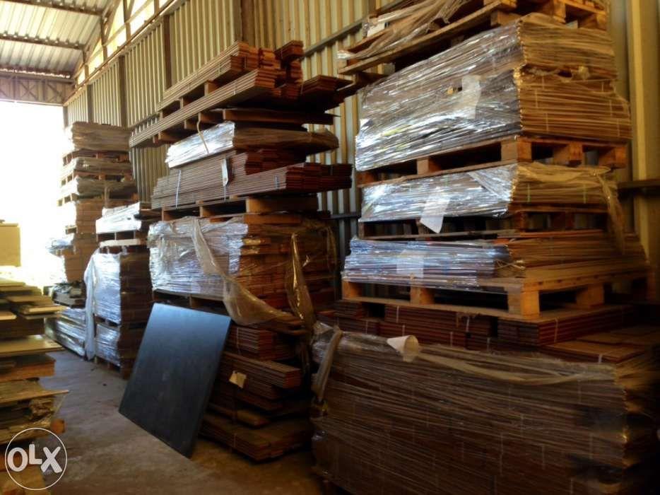 Soalho de madeira maciça