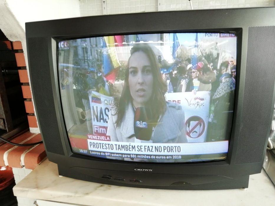 TV Cores Crown Tamanho Médio Boa