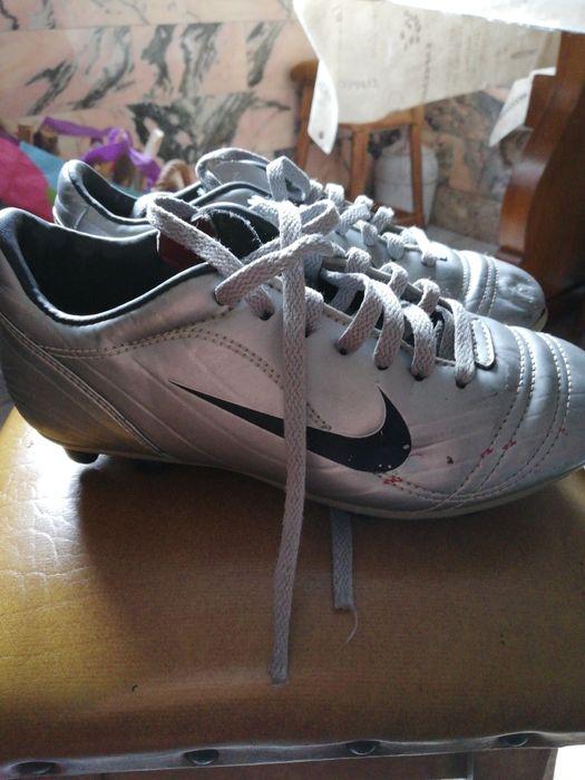 Chuteiras Nike e sapatilhas futsal