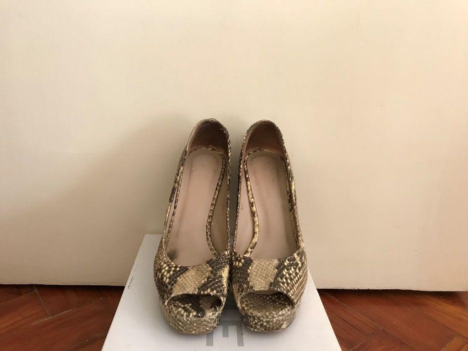 f445c6c47 Sapatos pele de cobra Gloria Ortiz