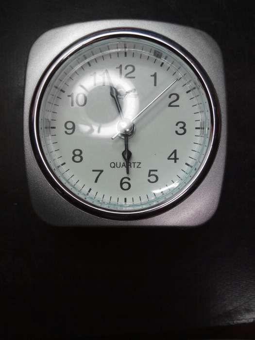29733ba80b1 Relógio despertador de quartzo novo com iluminação do mostrador.