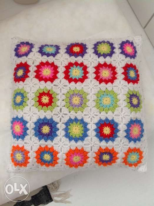 Almofada crochet lã sintética, usada