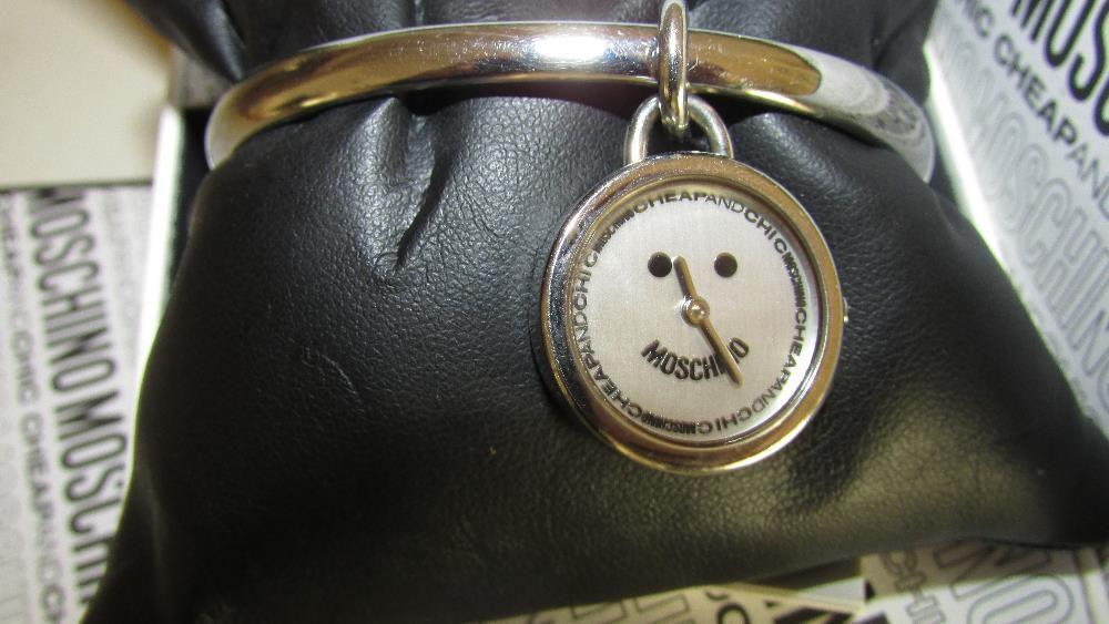62a824b1e24 Relógio Moschino