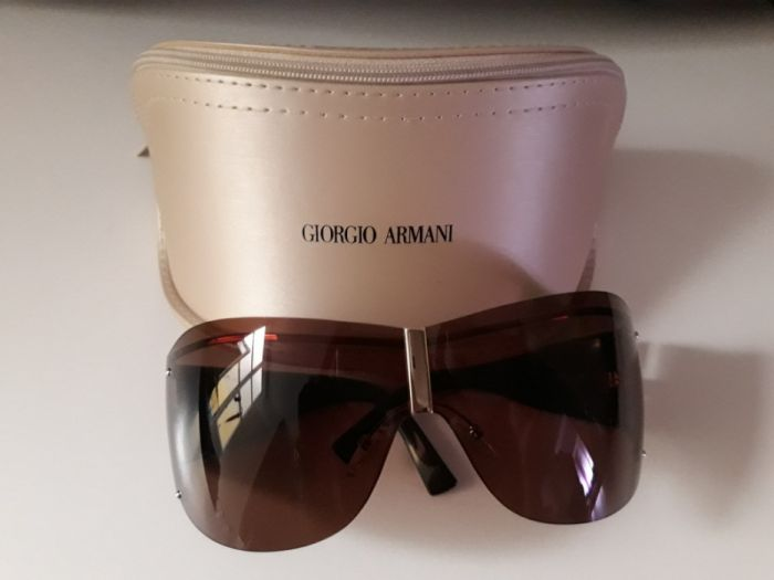 1021706a6ba27 Óculos de sol Giorgio Armani Arroios • OLX Portugal